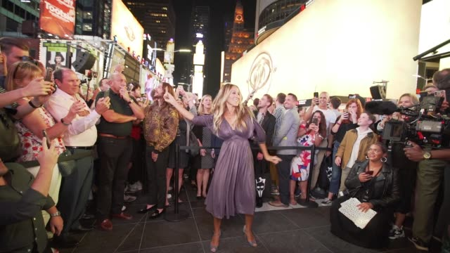 "vídeos de stock, filmes e b-roll de sarah jessica parker at ""harry potter and the cursed child"" times square takeover at times square on september 05, 2019 in new york city. - sarah jessica parker"