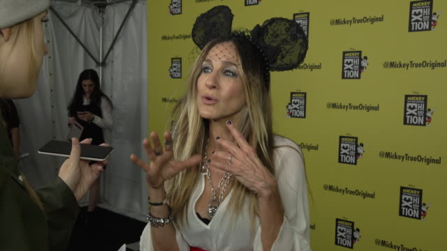 stockvideo's en b-roll-footage met the true original exhibition at milk studios on november 07 2018 in new york city - sarah jessica parker