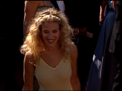 stockvideo's en b-roll-footage met sarah jessica parker at the 1999 emmy awards at the shrine auditorium in los angeles california on september 12 1999 - sarah jessica parker