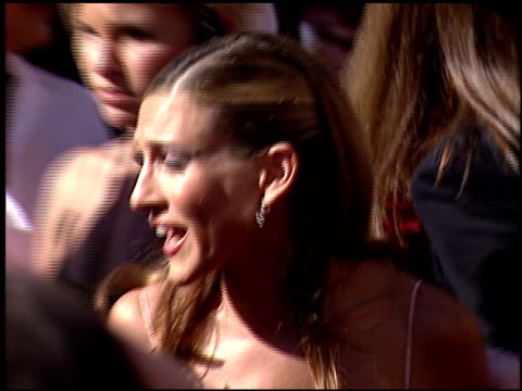 sarah jessica parker at the 2000 emmy awards at the shrine auditorium in los angeles, california on september 10, 2000. - サラ・ジェシカ・パーカー点の映像素材/bロール
