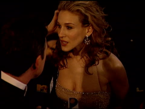 stockvideo's en b-roll-footage met sarah jessica parker at the 2000 golden globe awards at the beverly hilton in beverly hills california on january 23 2000 - sarah jessica parker