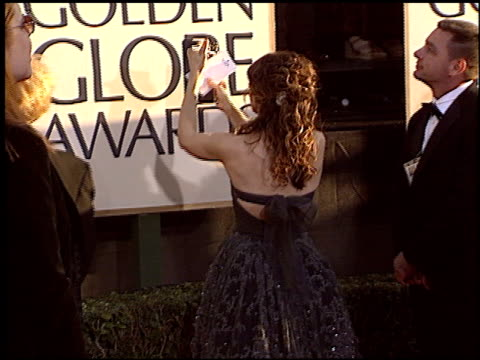 vídeos de stock e filmes b-roll de sarah jessica parker at the 2004 golden globe awards at the beverly hilton in beverly hills california on january 25 2004 - sarah jessica parker