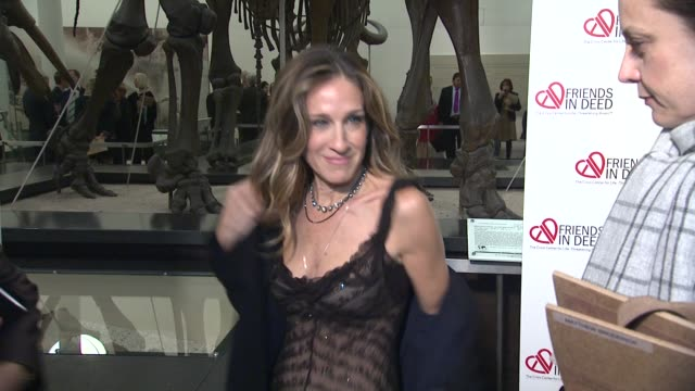 sarah jessica parker at the a little jurassic treasure hunt - a 20th anniversary benefit celebrating 'friends in deed' at new york ny. - jurassic stock videos & royalty-free footage