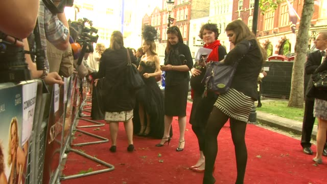 stockvideo's en b-roll-footage met sarah jessica parker at the 'sex and the city 2' londonuk premiere at london england - sarah jessica parker
