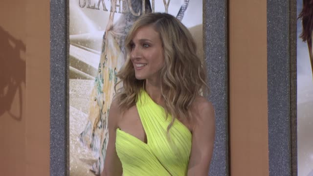 stockvideo's en b-roll-footage met sarah jessica parker at the 'sex and the city 2' new york premiere arrivals at new york ny - sarah jessica parker