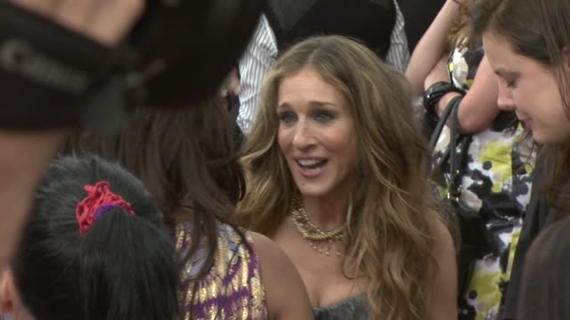 sarah jessica parker at the 'sex and the city the movie' new york premiere at new york ny - sarah parker stock videos & royalty-free footage