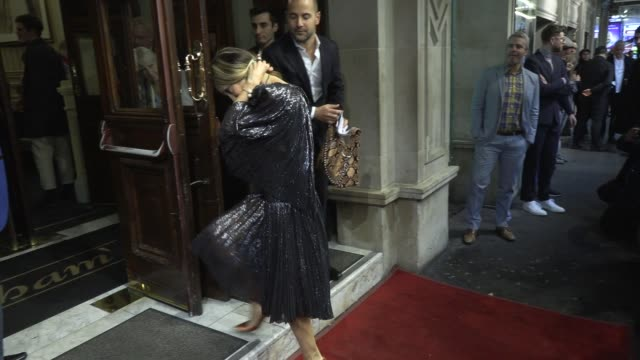 stockvideo's en b-roll-footage met sarah jessica parker at wyndhams theatre on may 29 2019 in london england - sarah jessica parker