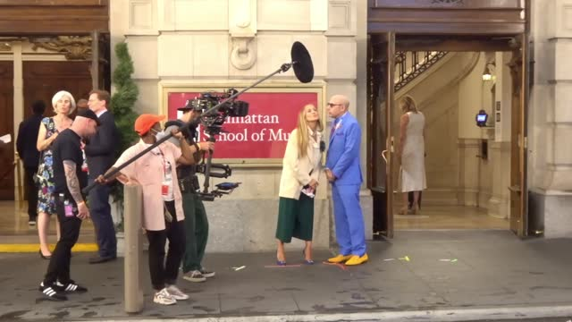 sarah jessica parker, cynthia nixon, mario cantone, david eigenberg and willie garson film scenes for 'and just like that' the follow up to series to... - willie garson stock videos & royalty-free footage