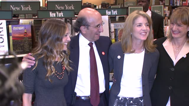 sarah jessica parker kennedy caroline kennedy schlossberg at the sarah jessica parker helps kick off shop for public schools 2008 at new york ny - sarah parker stock videos & royalty-free footage