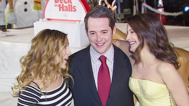 sarah jessica parker, matthew broderick, and kristin daivs at the 20th century fox's 'deck the halls' world premiere at grauman's chinese theatre in... - 20th century fox stock videos & royalty-free footage