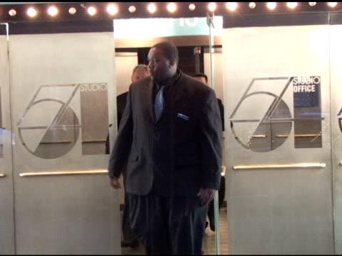 sarah jessica parker & matthew broderick at natasha richardson's memorial at studio 54 in new york at the celebrity sightings in new york at new york... - マシュー ブロデリック点の映像素材/bロール