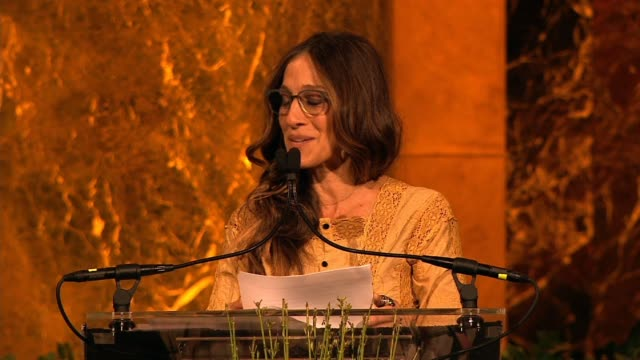 vídeos de stock, filmes e b-roll de speech sarah jessica parker reads a george balanchine quote about women at variety's power of women new york at cipriani 42nd street on april 25 2014... - variety