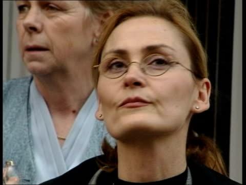 vídeos y material grabado en eventos de stock de sarah payne murder trial - mother gives evidence; lewes: cmss pathologist, vesna djurovic, outside court - patólogo