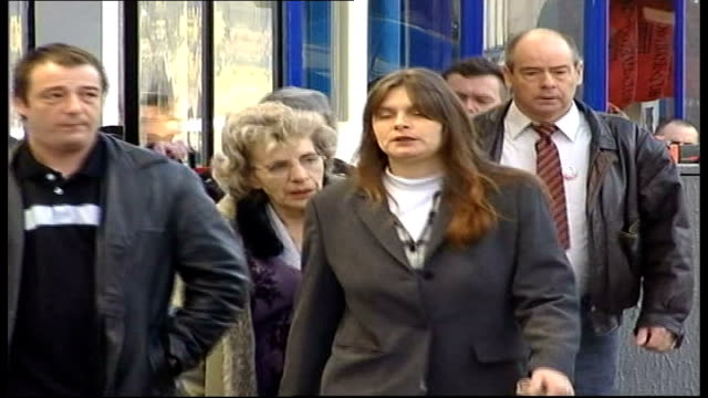 sarah payne murder trial: new jury sworn in; england: sussex: lewes: ext michael payne and sara payne along with other members of family to court... - other stock videos & royalty-free footage