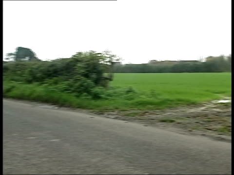 sarah payne murder trial: prosecution case begins; lib near littlehampton: lane where sarah payne was snatched coolham: sign 'coolham' pull out where... - itv late evening bulletin点の映像素材/bロール