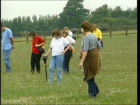 search continues; england: west sussex: ext gv local volunteers searching field as looking for missing 8 year old sarah payne woman searching... - krishnan guru murthy stock videos & royalty-free footage