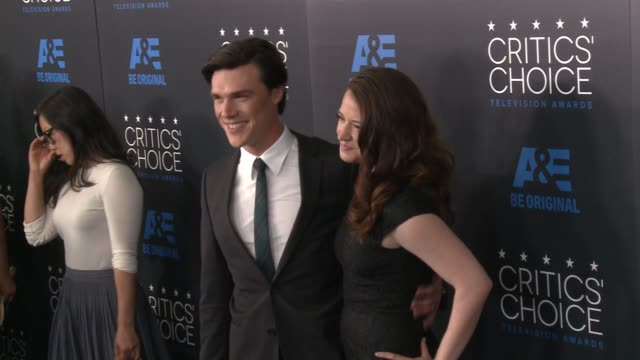 sarah roberts and finn wittrock at the 2015 critics' choice television awards at the beverly hilton hotel on may 31, 2015 in beverly hills,... - 放送テレビ批評家協会賞点の映像素材/bロール