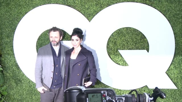 "sarah silverman and michael sheen - gq celebrates the 2014 ""men of the year"" at chateau marmont on december 04, 2014 in los angeles, california. - michael sheen bildbanksvideor och videomaterial från bakom kulisserna"