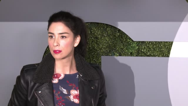 stockvideo's en b-roll-footage met sarah silverman at 2016 gq men of the year party at chateau marmont on december 08, 2016 in los angeles, california. - sarah silverman