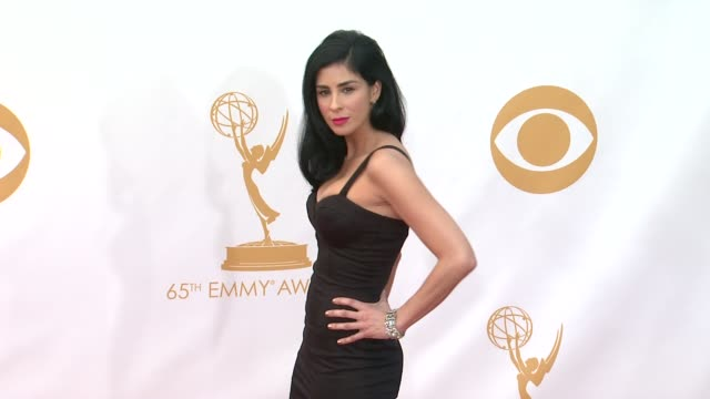 sarah silverman at 65th annual primetime emmy awards arrivals on 9/22/2013 in los angeles ca - annual primetime emmy awards stock-videos und b-roll-filmmaterial