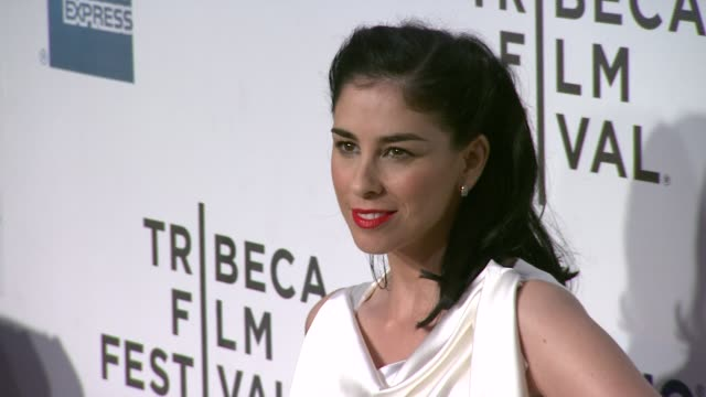 vidéos et rushes de sarah silverman at take this waltz premiere 2012 tribeca film festival at borough of manhattan community college on april 22 2012 in new york new york - collège communautaire