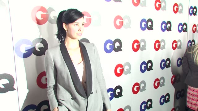 stockvideo's en b-roll-footage met sarah silverman at the gq magazine's 2009 'men of the year' party at los angeles ca. - sarah silverman