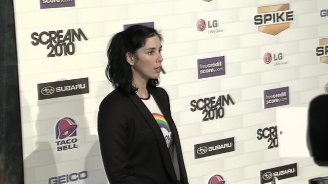 stockvideo's en b-roll-footage met sarah silverman at the spike tv's 'scream 2010' at los angeles ca. - sarah silverman