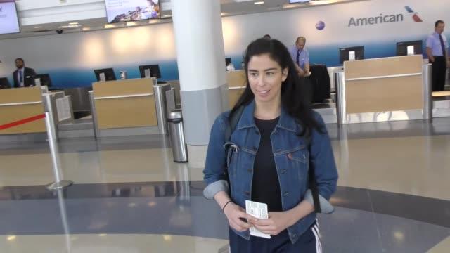stockvideo's en b-roll-footage met sarah silverman departing at lax airport in los angeles in celebrity sightings in los angeles, - sarah silverman