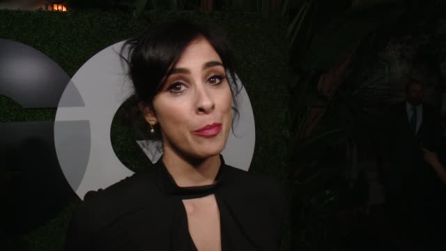 stockvideo's en b-roll-footage met sarah silverman on what brings her out, who she would nominate for moty and what makes a gentleman at gq 20th anniversary men of the year party in... - sarah silverman
