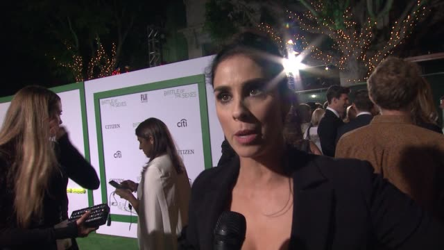 sarah silverman talks about being a fan of billie jean king and women's tennis. talks about seeing emma for the first time. talks about what she... - ビリー・ジーン・キング点の映像素材/bロール