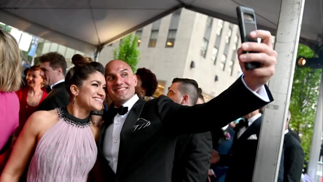 stockvideo's en b-roll-footage met sarah stiles poses for a selfie during the 73rd annual tony awards at radio city music hall on june 09 2019 in new york city - radio city music hall