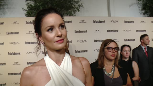 interview sarah wayne callies on favorite television moments from this past season and on what entertainment weekly means to them at entertainment... - entertainment weekly stock videos & royalty-free footage
