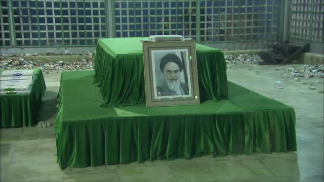 ms zi sarcophagus of ahmad khomeini at mausoleum of ayatollah khomeini, tehran, iran - teheran stock-videos und b-roll-filmmaterial