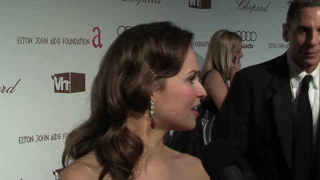 sasha cohen on loving the red carpet and dressing up and on looking forward to meeting reese witherspoon at the 14th annual elton john aids... - vh1 stock-videos und b-roll-filmmaterial