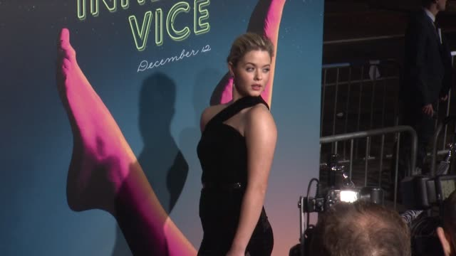 "vidéos et rushes de sasha pieterse at the ""inherent vice"" los angeles premiere at tcl chinese theatre imax on december 10, 2014 in hollywood, california. - tcl chinese theatre"