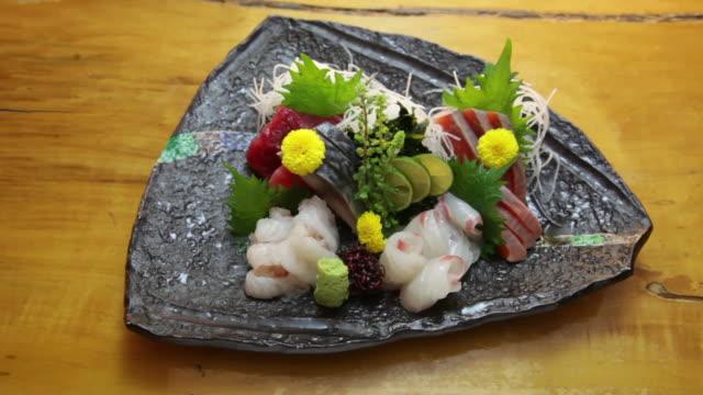 vídeos de stock e filmes b-roll de sashimi platter. - triângulo