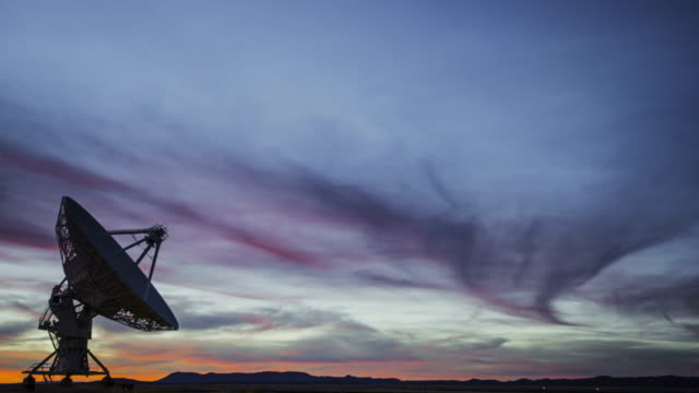 vídeos y material grabado en eventos de stock de array-vla televisión vía satélite - torres de telecomunicaciones