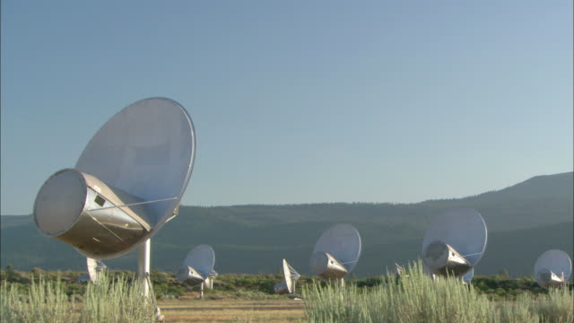 vidéos et rushes de satellite dishes operate in a grassy field for the u.s. geological survey in bozeman, montana. - bozeman
