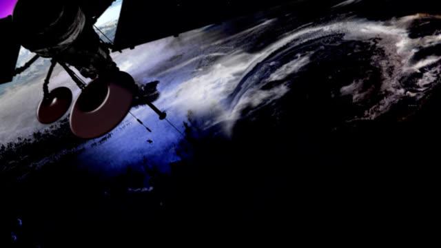 vídeos y material grabado en eventos de stock de es la televisión vía satélite en órbita de la tierra - antena parte del cuerpo animal