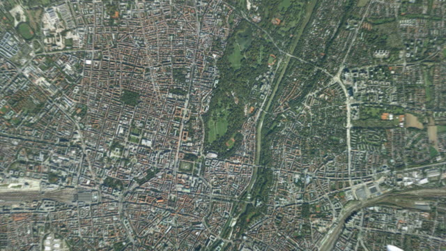 vídeos de stock, filmes e b-roll de cgi ws zo pov t/l satellite view of earth and landscape / munich, bavaria, germany - menos zoom