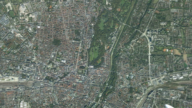 vidéos et rushes de cgi ws zo pov t/l satellite view of earth and landscape / munich, bavaria, germany - effet de zoom