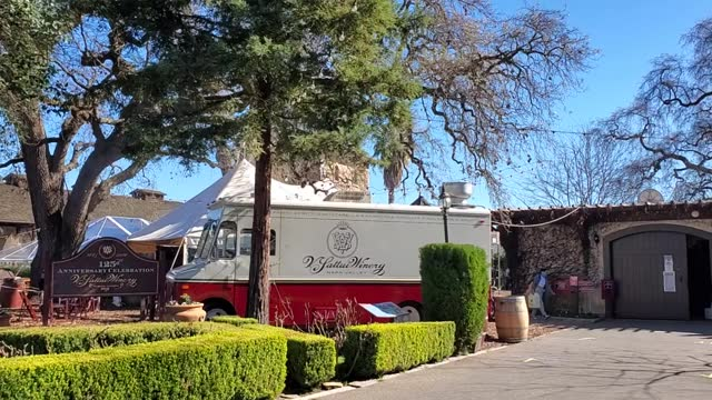 sattui winery's wine bar and gourmet picnicking garden, on a sunny day in st helena, in napa valley, california; a wide-shot follows three women... - ワインバー点の映像素材/bロール