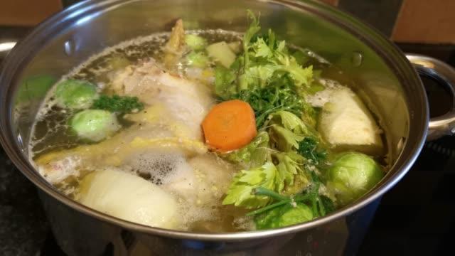 vidéos et rushes de saucepan of chicken soup with vegetables - culture de l'europe de l'est