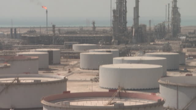 stockvideo's en b-roll-footage met saudi aramco oil company's ras tanura oil rafinery port north pier terminal and juaymah tank farm in ras tanura persian gulf saudi arabia on monday... - olie industrie