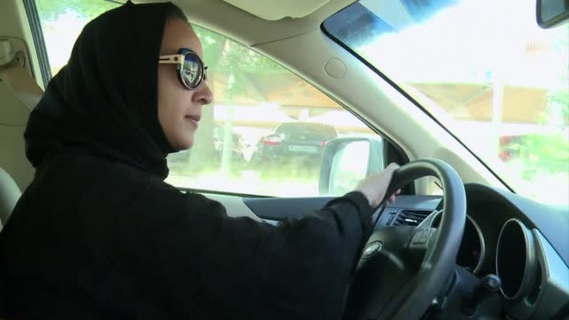 vídeos y material grabado en eventos de stock de saudi female activists gear up to test a long standing driving ban saturday with more women already getting behind the wheel in defiance of the... - arabia saudí