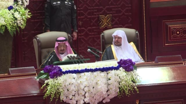 stockvideo's en b-roll-footage met saudi king salman heaps praise on the kingdom's judiciary in his first public remarks since critic jamal khashoggi's murder tipped the country into... - perzische golf