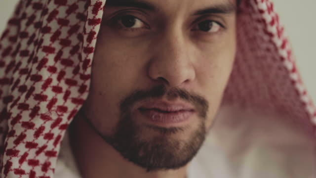 saudi man - religious dress stock videos & royalty-free footage