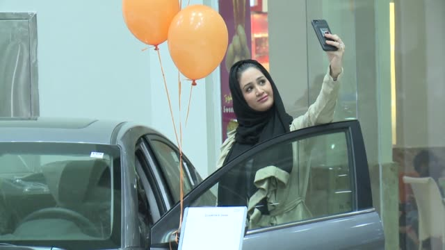 saudi private company on thursday opened the first car showroom for women only just five months before a decision allowing females to drive takes... - jiddah stock-videos und b-roll-filmmaterial