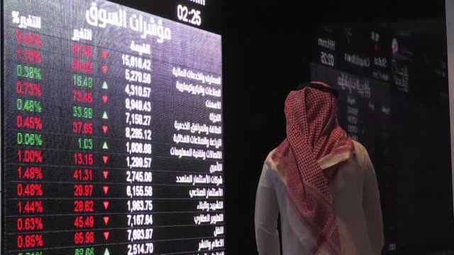 stockvideo's en b-roll-footage met saudi shares dropped three percent at the start of trading sunday the first session after drone attacks on two major oil facilities knocked out more... - perzische golf
