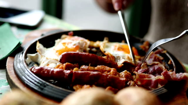 sausage, eggs and beans - bacon stock videos & royalty-free footage